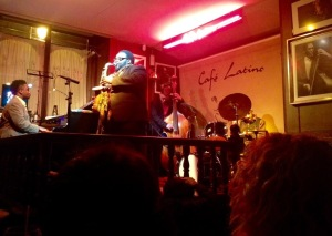 Godwin Louis, en primer término, en el concierto de Al Foster Quartet en el Café Latino de Ourense. 27 de marzo de 2015.